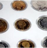 Historia de la peseta - 24 monedas plata y bañadas en oro